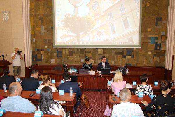Il proseguo della seduta dedicato all'indebitamento per l'assicurazione della propria parte nella ristrutturazione del Palazzo e della nave Galeb