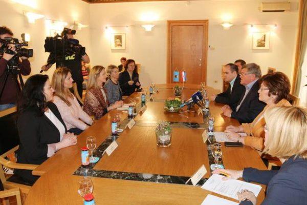 Međunarodni klub žena Zagreb osnovan je 1993. godine s ciljem stvaranja društvene mreže za žene iz inozemstva koje žive u Zagrebu