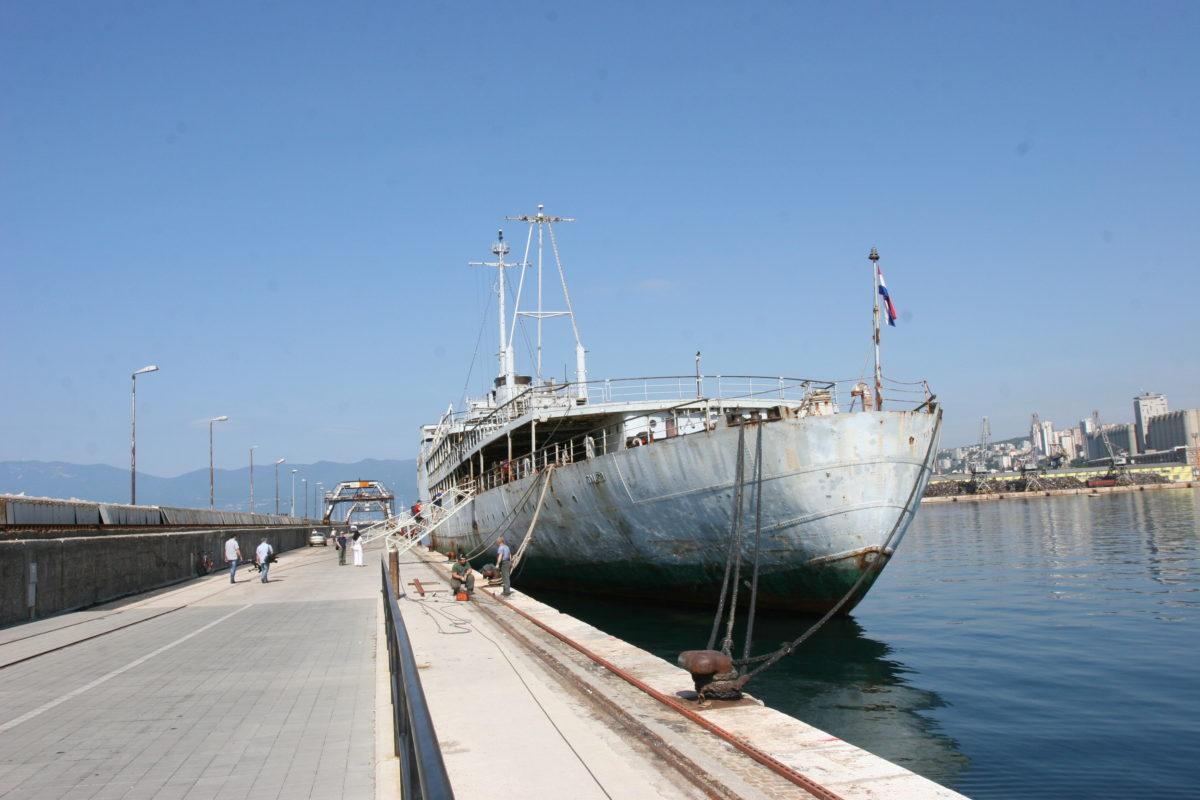 Brod Galeb na Molo longu svibanj 2011 (6)