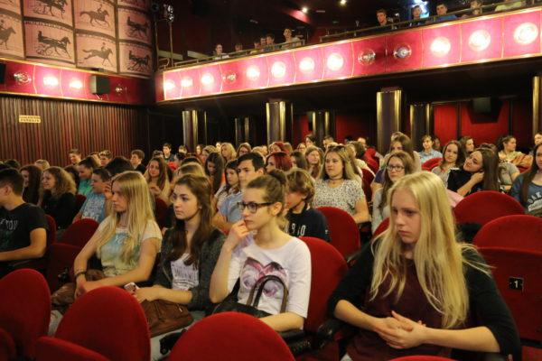 U sklopu manifestacije Signali u gradu, koja je dio programa obilježavanja 70. obljetnice osloboðenja Rijeke, u Art-kinu Croatia održavaju se projekcije tematskih filmova za uèenike osnovnih i srednjih škola.