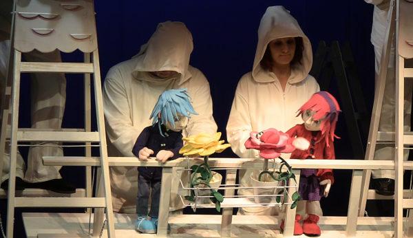 """Premijera lutkarske predstave """"Snježna kraljica"""" održana je u Gradskom kazalištu lutaka Rijeka 6. veljace. Autorica dramatizacije je Vedrana Balen Spincic, redatelj Serdo Dlacic, dok je kreacija lutaka, maski i scenografije povjerena Luci Vidanovic."""