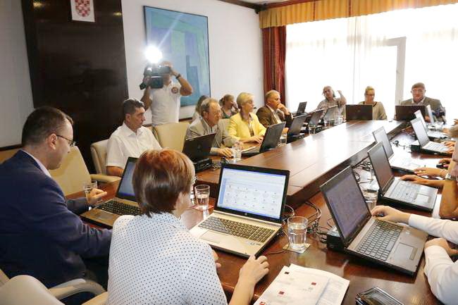Polugodišnji izvještaj o izvršenju proračuna Grada Rijeke upućen je s gradonačelnikovog kolegija Gradskom vijeću na raspravu i usvajanje