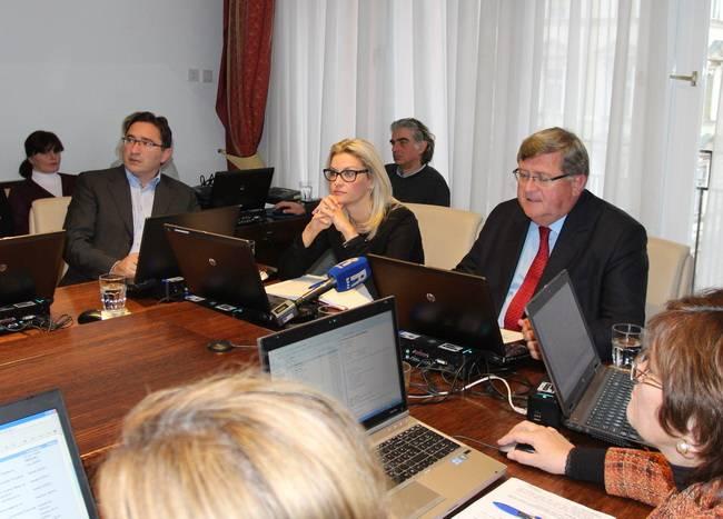 Gradonačelnik Vojko Obersnel prihvatio je na kolegiju Izvješće Državne revizije o obavljenoj financijskoj reviziji poslovanja za 2013. godinu kojim je Gradu Rijeci i ove godine dano uvjetno mišljenje