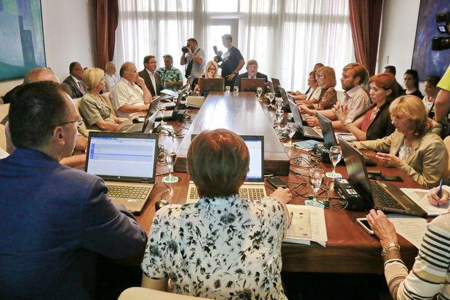 Gradonačelnik Vojko Obersnel izrazio je zadovoljstvo Izvješćima o poslovanju gradskih komunalnih i trgovačkih društava za 2014. godinu