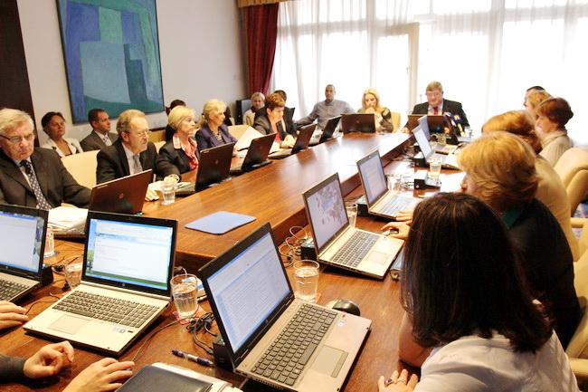 Riječki gradonačelnik Vojko Obersnel iznio je na kolegiju Prijedlog prvih Izmjena i dopuna Proračuna Grada Rijeke za 2013. godinu .