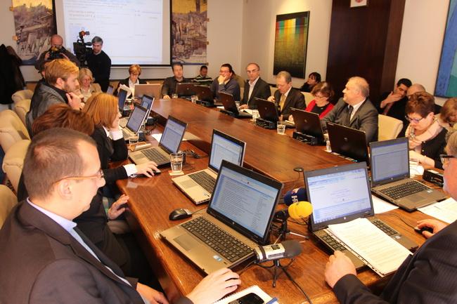 U skladu s odredbama Zakona o Državnom uredu za reviziju, riječki Područni ured Državne revizije dao je Gradu Rijeci uvjetno mišljenje za 2012. godinu.