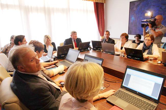 Na prvom kolegiju u novom mandatu gradonačelnika Grada Rijeke Vojka Obersnela prihvaćen je prijedlog raspisa Javnog, međunarodnog, anketnog urbanističko- arhitektonskog natječaja za uređenje područja Delte i Luke Baroš u Rijeci