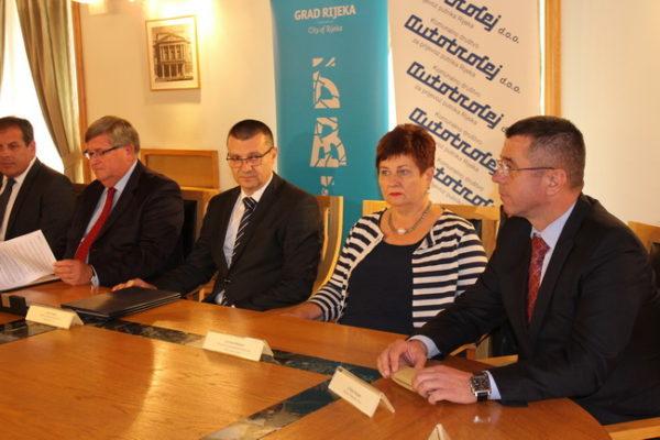Vojko Obersnel, Marin Rajčić, Irena Miličević i Željko Smojver na potpisivanju ugovora