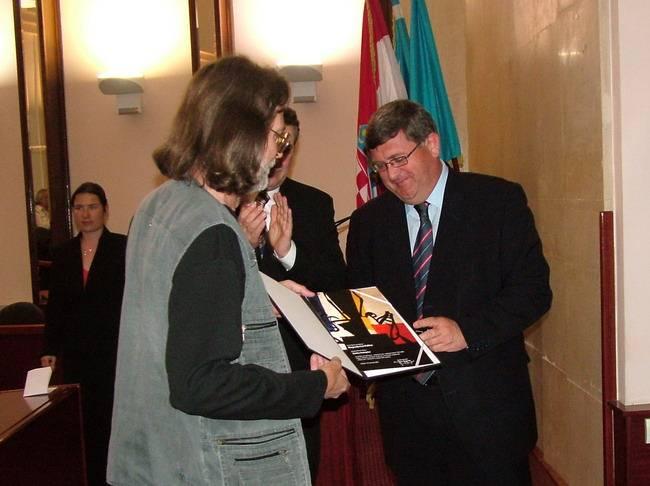 Slikaru Zlatku Kutnjaku nagradu je uručio gradonačelnik Vojko Obersnel
