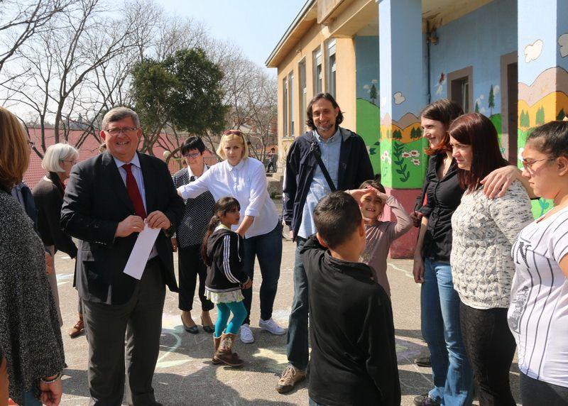 Gradonačelnik Obersnel sa učenicima romske populacije u Osnovnoj školi Škurinje
