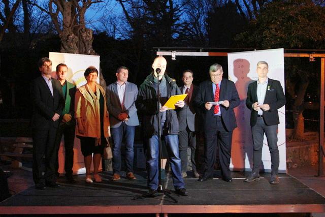 Kratkim pozdravnim govorima okupljenima su se obratili zamjenica župana Primorsko-goranske županije Marina Medarić, gradonačelnik Rijeke Vojko Obersnel, županijski pročelnik Odjela za kulturu, sport i tehničku kulturu Valerij Jurešić, gradonačelnik grada Krka Darijo Vasilić i direktorica društva Rijeka 2020 Emina Višnić.