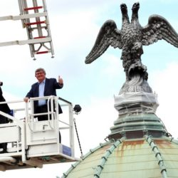 Gradonačelnik Vojko Obersnel prvi je izbliza pogledao orla