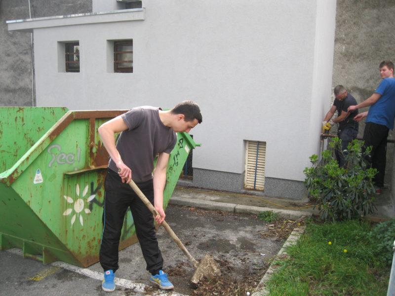 Akcija čišćenja iza Hrvatskog doma Sv. Kuzam