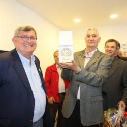 Gradonačelnik je Klubu umirovljenika Sv. Nikola – Turnić darovao Grb Grada Rijeke