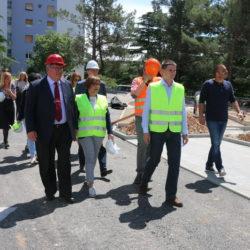 Riječki gradonačelnik Vojko Obersnel i ravnateljica Dječjeg vrtića Rijeka Davorka Guštin sa suradnicima