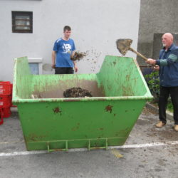 Akcija čišćenja iza Hrvatskog doma Sv. Kuzam1