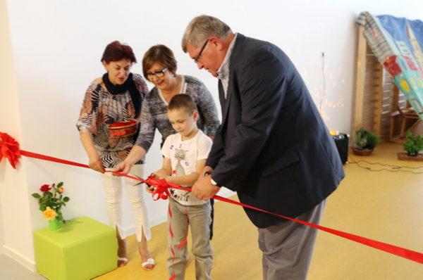 Gradonačelnik Obersnel, ravnateljica Guštin i mali Morčić Bruno prerezali su vrpcu i otvorili vrtić Morčić