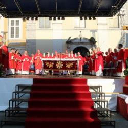 Na Trgu Riječke rezolucije održano je središnje euharistijsko slavlje