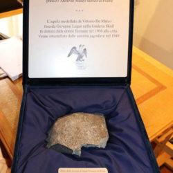 Fragment originalne skulpture starog riječkog dvoglavog orla