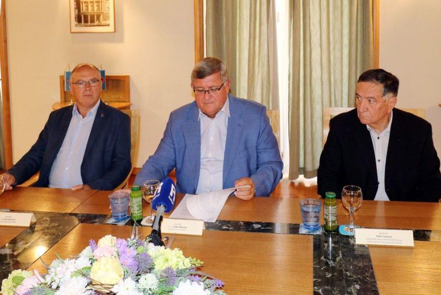Najava izložbe Mirovni ugovori između_FNRJ i Italije