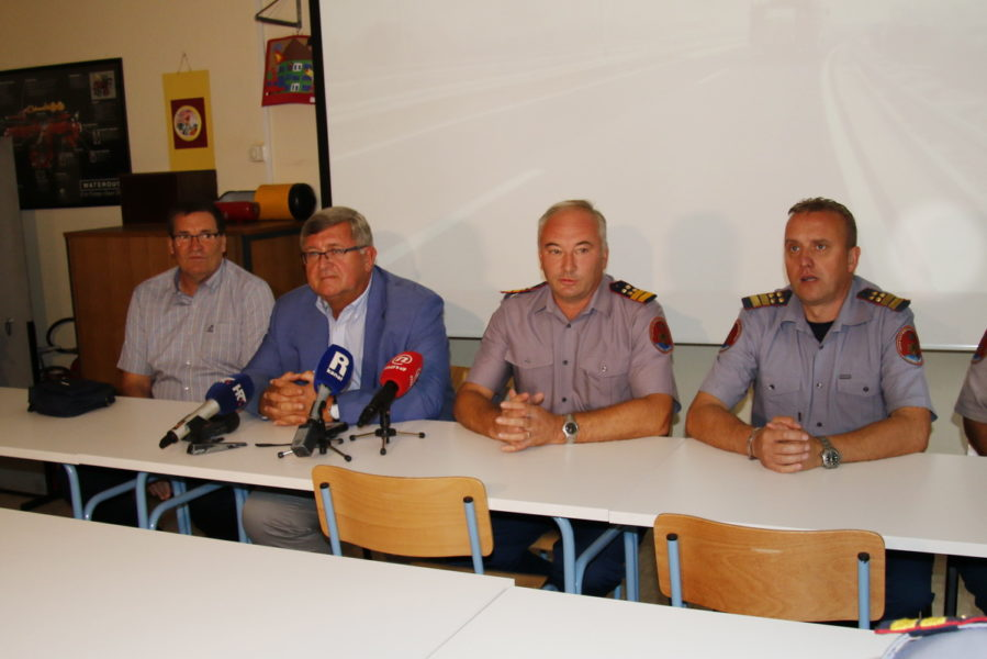 Gradonačelnik Vojko Obersnel sa suradnicima u posjetu riječkim vatrogascima