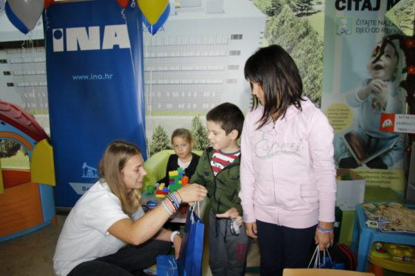 Sara Kolak družila se s malim pacijentima u dječjoj igraonici