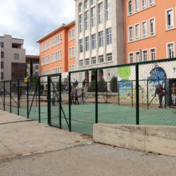 Djeca dobila ograđeno igralište