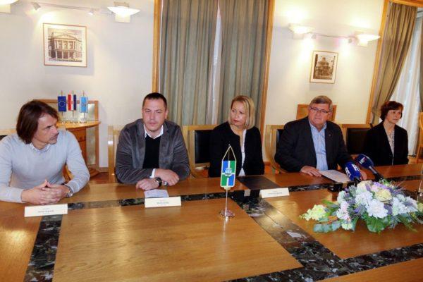 Gradonačelnica Siska sa suradnicima