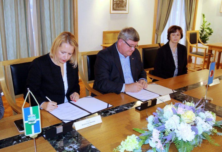 Potpis Sporazuma o ustupanju materijala za Građanski odgoj