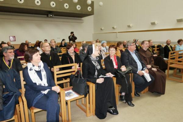Marina Vicelja-Matijašić, Nela Gašpar, Ines Srdoč-Konestra, Vojko Obersnel i fra Bernard Barbarić