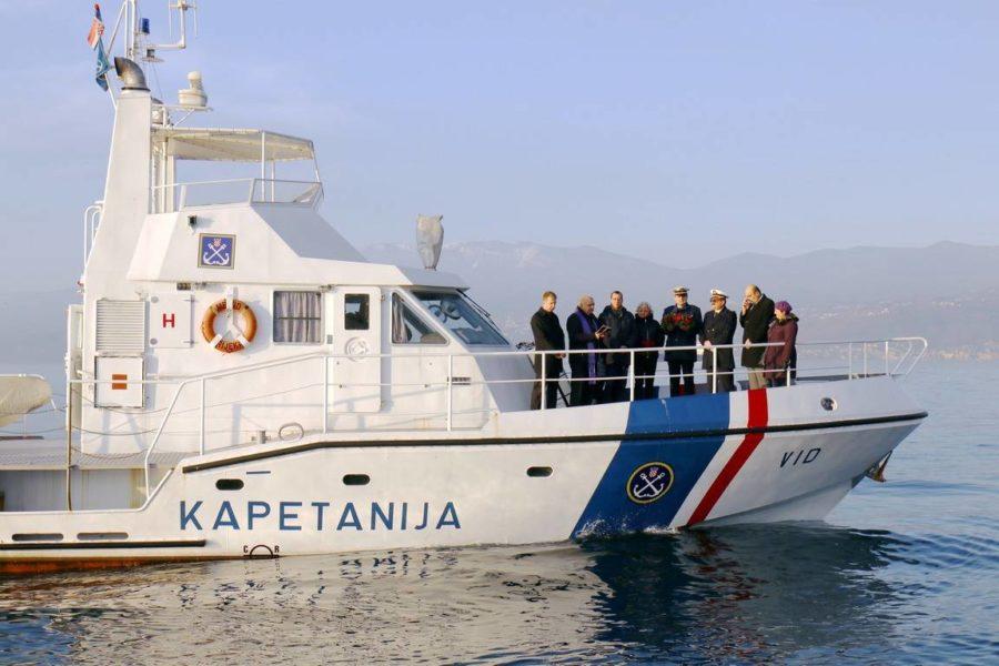 Polaganje vijenca u more u spomen na nestale i stradale pomorce