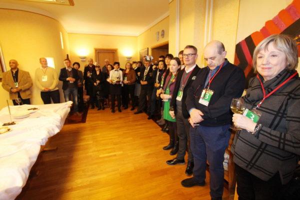 Međunarodnu povorku prate predstavnici diplomatskog zbora i predstavnici gradova prijatelja