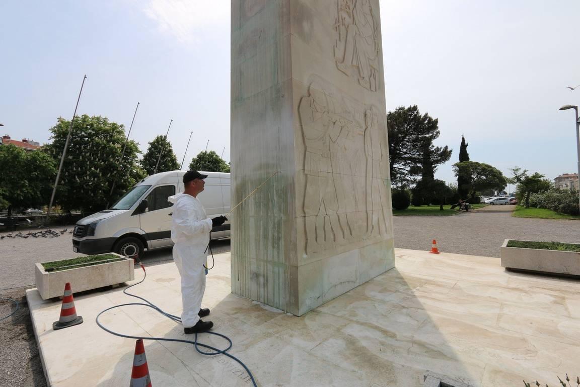 Ciscenje Spomenika Oslobođenja Na Delti Grad Rijeka