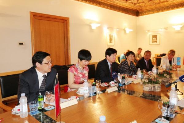 Povezivanje s Kineskom federacijom književnih i umjetničkih krugova, krovnom udrugom koja okuplja glavne kineske kulturne organizacije