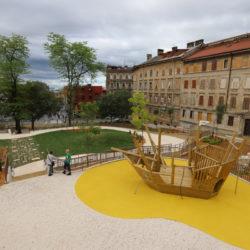 U sklopu parka postavljena i sprava za igru djece