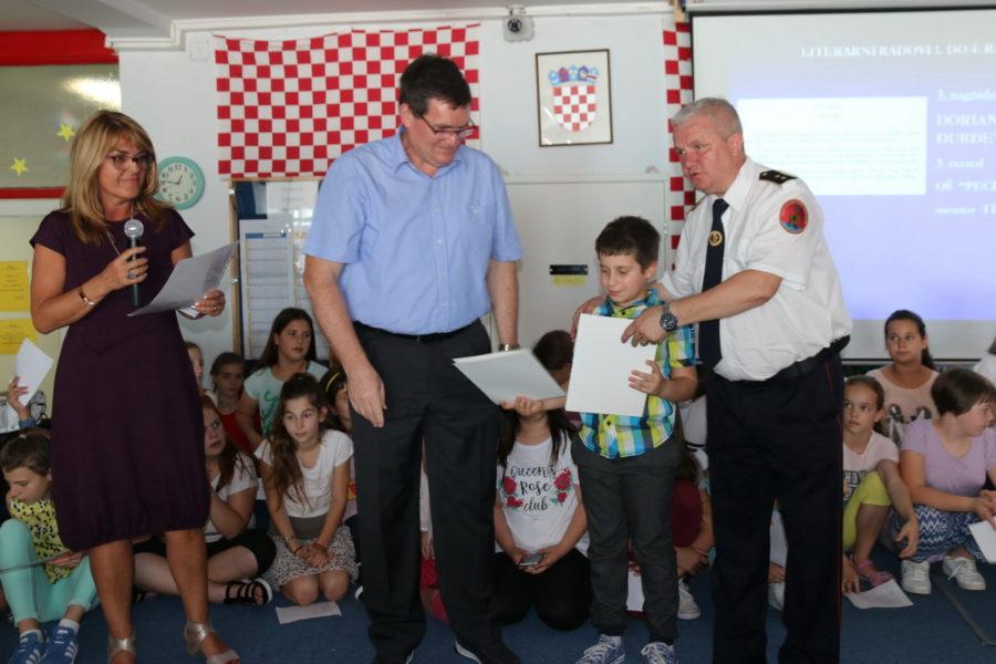 Riječkim osnovnoškolcima dodijeljene nagrade za najbolje radove o vatrogastvu