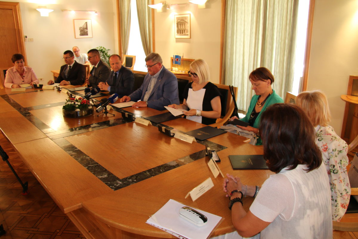 Grad Rijeka i gradska komunalna društva donirali 2 milijuna kuna riječkom KBC-u