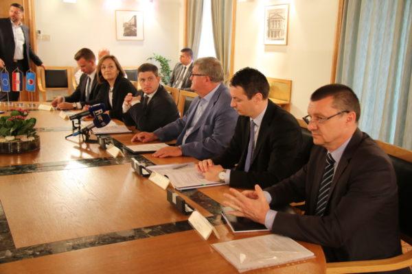 Uz 22 autobusa, za koje su danas potpisani ugovori, u Rijeku bi do kraja 2019. godine trebala stići još 32 nova vozila