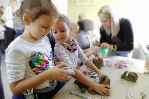 Profesori i studenti Sveučilišta u Rijeci provode kreativne radionice iz znanosti i umjetnosti prilagođene djeci