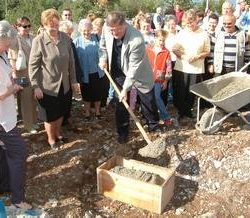 Obersnel polaže kamen temeljac za Kuturni centar Čeha