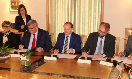Potpisivanje ugovora za financiranje projekata i programa u zdravstvenoj zaštiti i socijalnoj skrbi