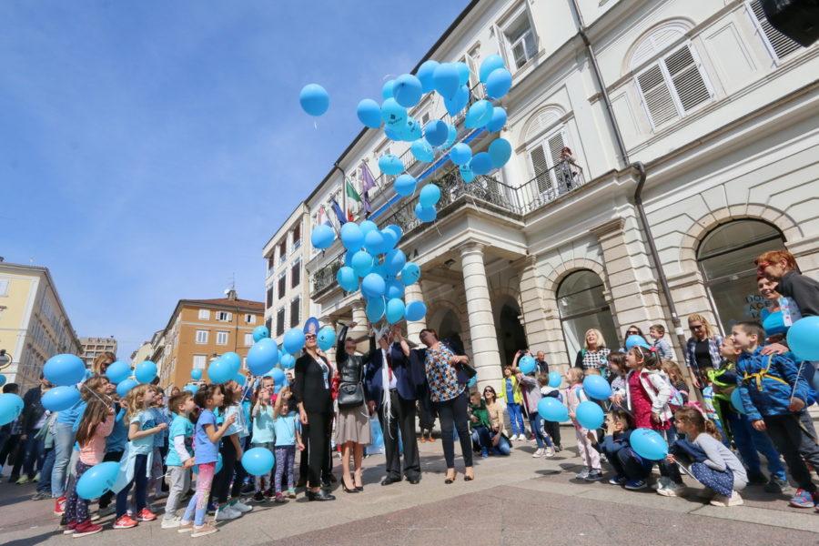 Puštanjem plavih balona obilježen Svjetski dan svjesnosti o autizmu