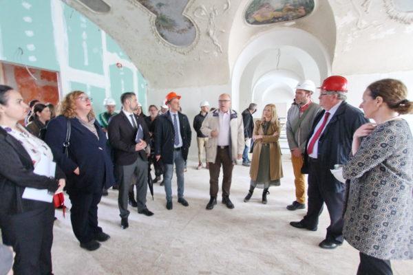 Ministrica kulture Obuljen Koržinek u obilasku Palače Šećerane, budućeg doma Muzeja grada Rijeke