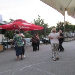 Građani MO Grbci u plesu na košarkaškom igralištu