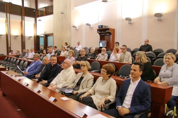 Predstavnici svjetovne i crkvene vlasti te sveučilišta na predstavljanju izložbe u Gradskoj vijećnici