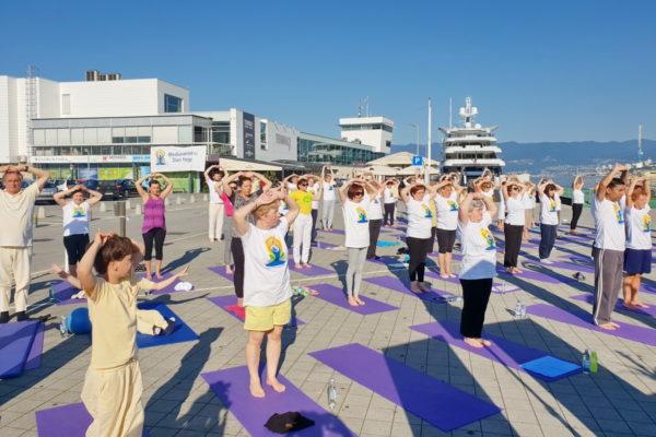 Simbolički označen i početak sada već tradicionalnog ljetnog vježbanja joge na otvorenom – u riječkoj luci