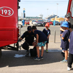 """Održana prezentacija vatrogasne tehnike i opreme riječkih vatrogasaca """"Vatrogasci u zajednici"""""""