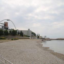 Podignuta Plava zastava na plaži Ploče