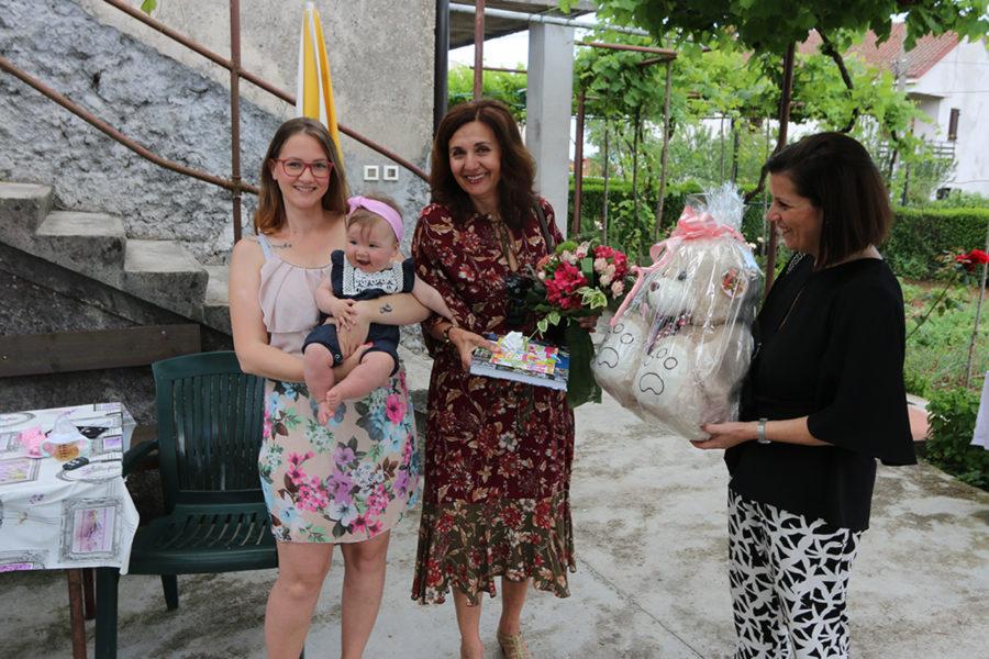 Predstavnice Grada posjetili prvu riječku bebu u 2019. godini