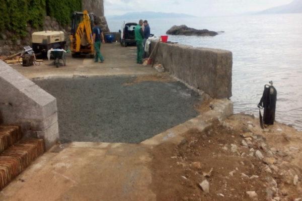 Radovi na sanaciji oštećenja nastalih u olujnom nevremenu na plaži S zavoj